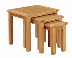 Hartford City Oak Nest Of Tables